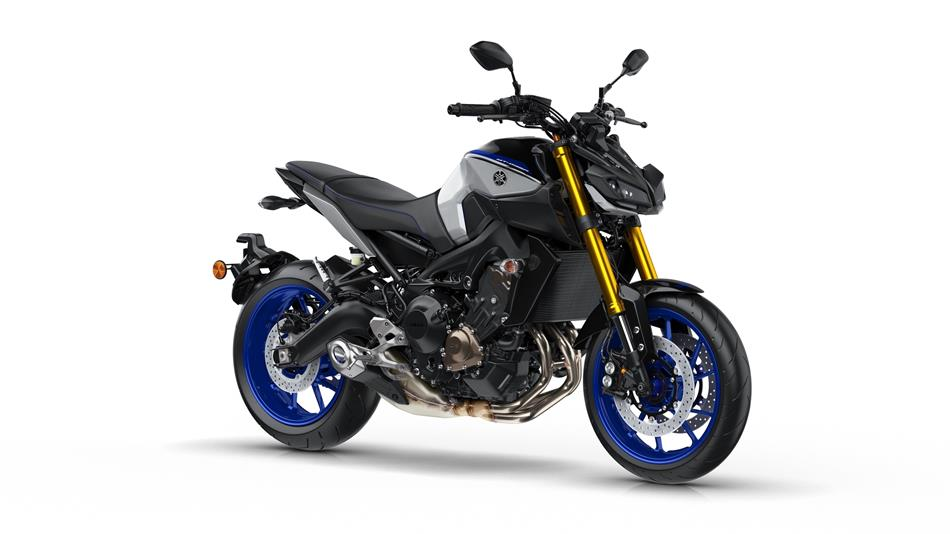 /fileuploads/Marcas/2018-yamaha-mt09sp-eu-silver-blu-carbon-studio-001.jpg