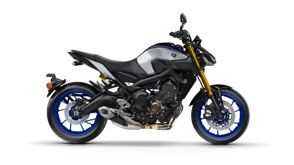 /fileuploads/Marcas/2018-yamaha-mt09sp-eu-silver-blu-carbon-studio-002.jpg
