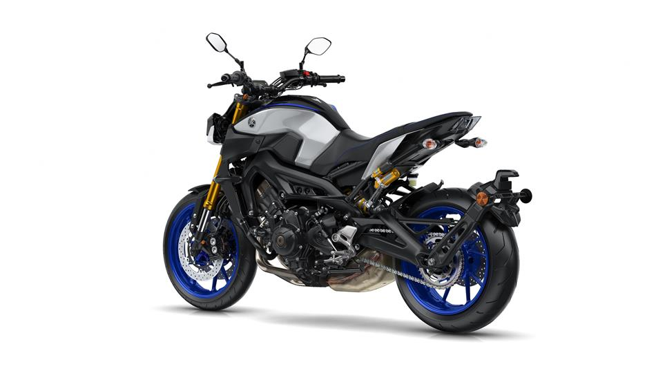 /fileuploads/Marcas/2018-yamaha-mt09sp-eu-silver-blu-carbon-studio-005.jpg